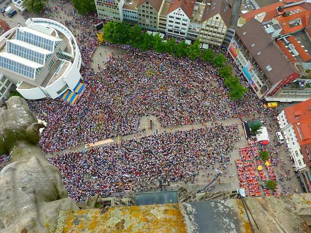 crowd-51199_640