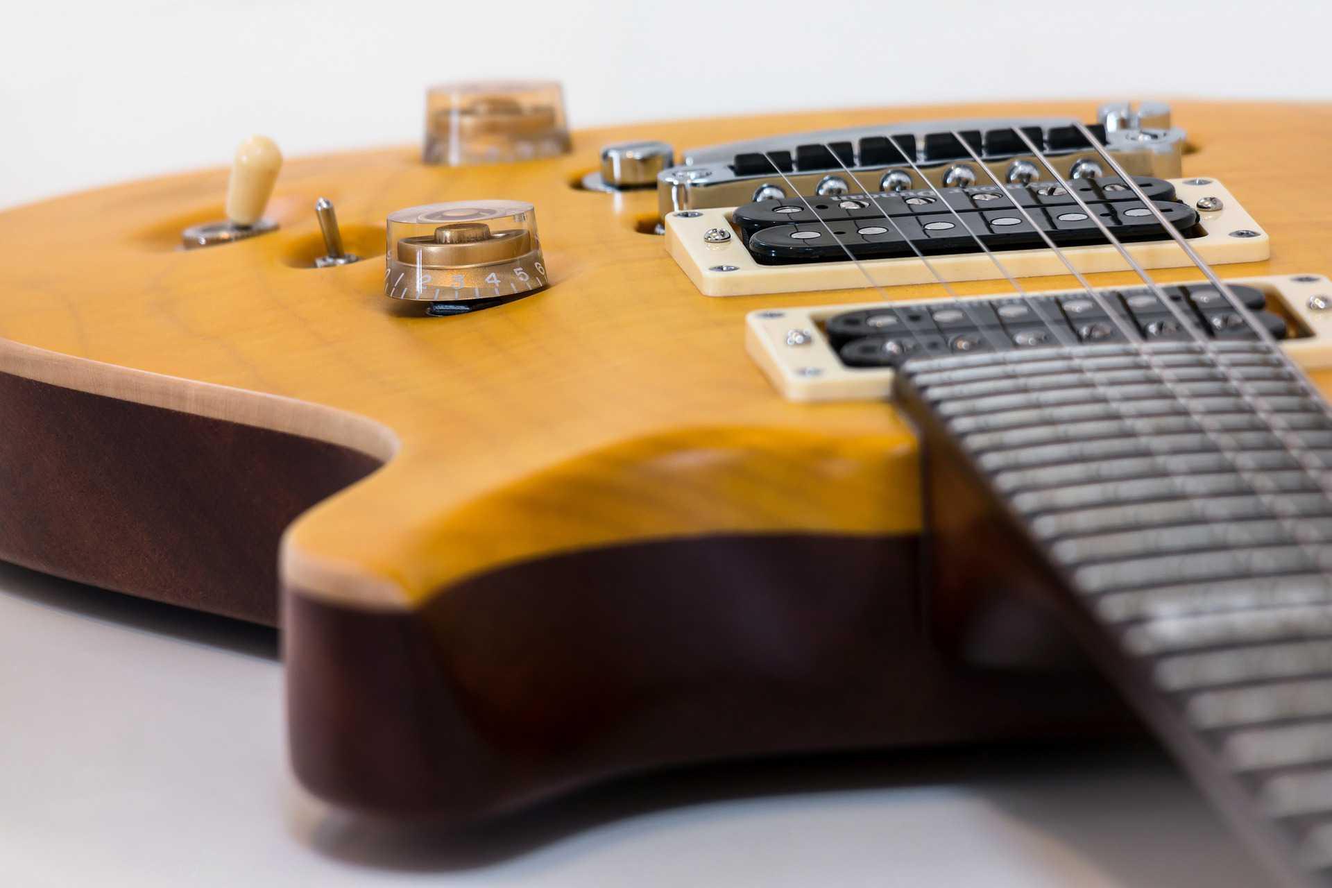 guitar-1201504_1920