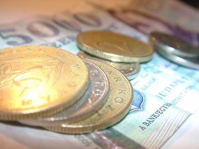 money-1464702-640x480